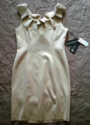 Красивое платье в модном стиле nude, rinascimento. italy