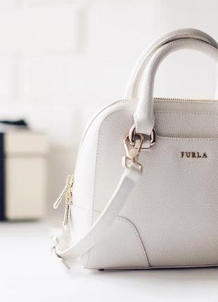 Новая оригинал. шикарная, кожаная сумка furla dolly белая