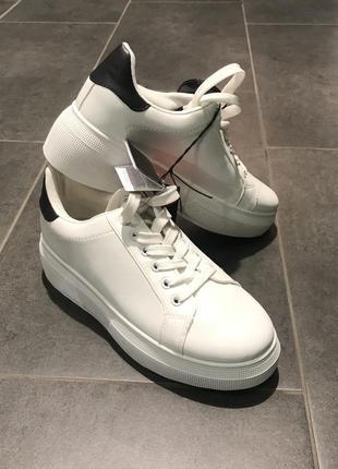 Кроссовки на высокой подошве белые кеды. amisu. размер 37.