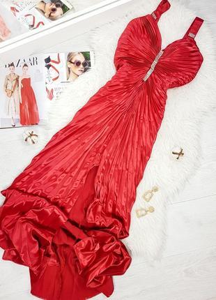 Красное вечернее платье в пол плиссе