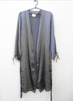Серый атласный халат на запах для дома с кружевом