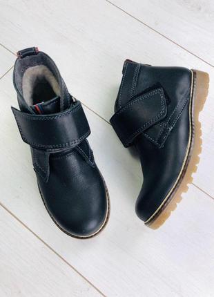Зимние кожаные черные ботиночки на липучке