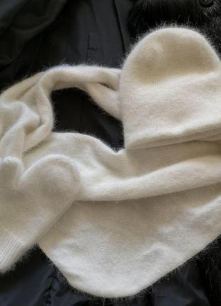 Кремовый вязаный набор шапка двойная бактус шарф и варежки анг...