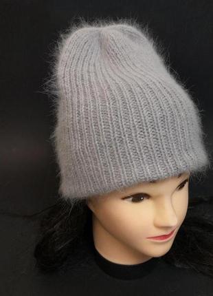 Вязаная шапка бини серо-лавандовый пух норки пушистая шапка