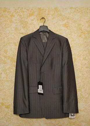 Мужской костюм серый в полоску