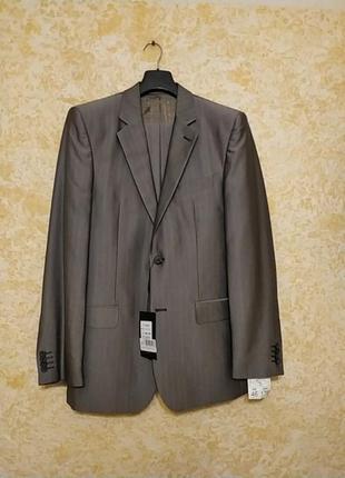 Серый деловой мужской костюм