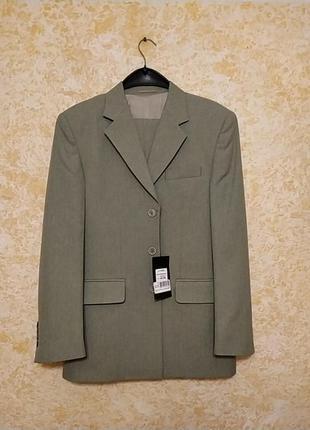 Оливковый мужской костюм