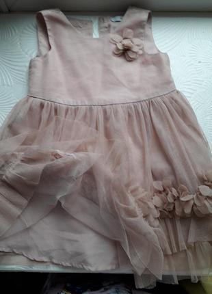 Нарядное платье пудрового цвета на малышку 2-х лет