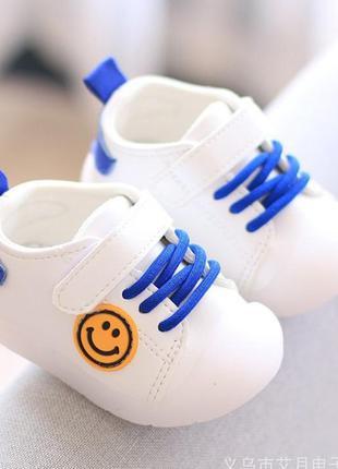 Кроссовки для малышей, кросики для самых маленьких