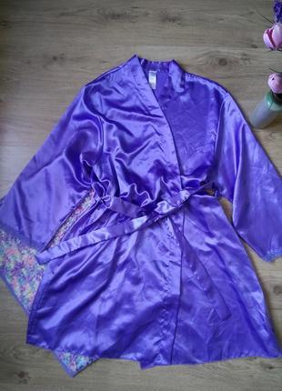 Шикарный нежно лавандовый атласный халат с кружевом для полной...