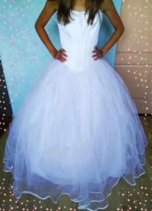 Белоснежное пышное фатиновое свадебное платье сукня на шнуровке