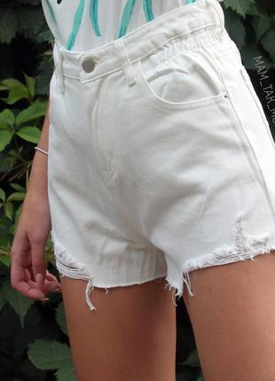 Джинсовые шорты белые с завышенной талией