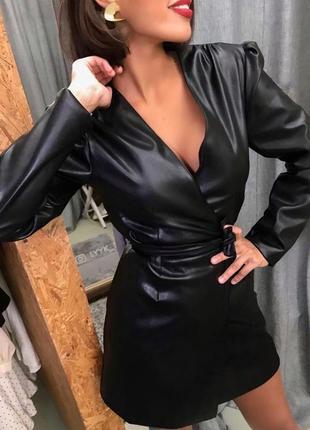 Платье с эко кожи