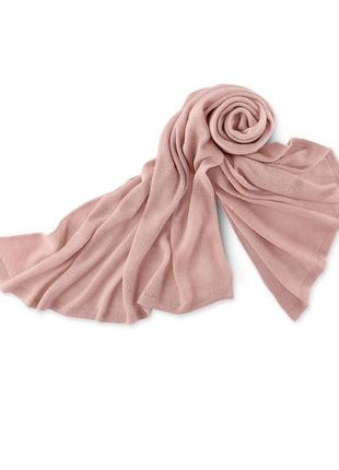 Пудровая вязаная шаль-шарф tcm tchibo