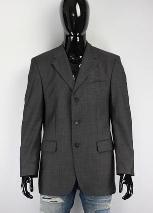 Классический пиджак делового стиля