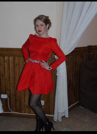 Нарядное яркое платье