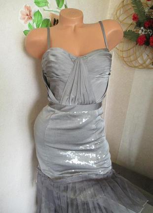 Нарядное платье-в паетках