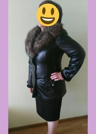 Продам кожаную куртку воротник натуральный  мехом чернобурки!