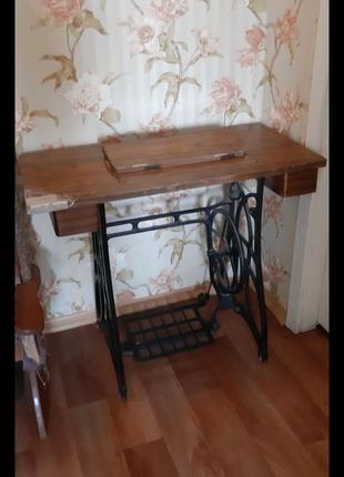 Стол от швейной машинки + швейная машинка