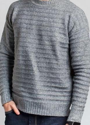 Стильний мягкий свитер