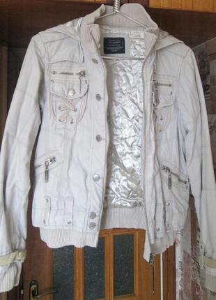 Брендовая стильная куртка из плотного каттона