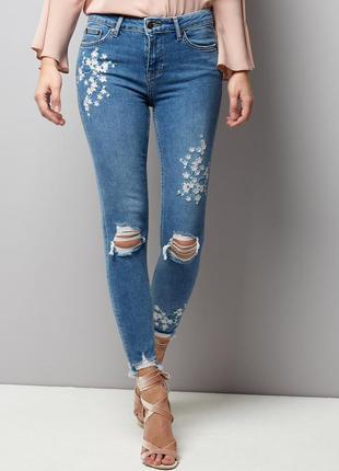 Крутые джинсы брюки вышивка апликация бренда new look jenna sk...