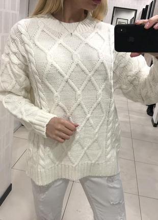 Белый свитер оверсайз тёплый свитер. cropp. размеры уточняйте.