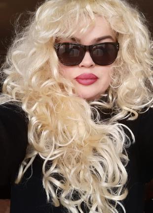Сценический парик.Блонд с жёлтоватым оттенком
