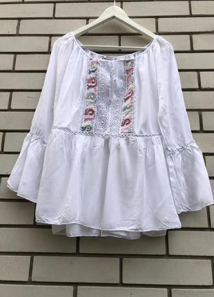 Белая,чуть прозрачна блузка,рубаха с баской,вышивка,кружево эт...