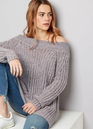Тёплый удлинённый свитер оверсайз с открытыми плечами