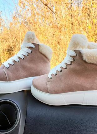Распродажа натуральные замшевые ботинки на меху пудра