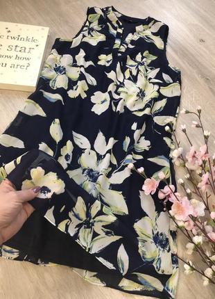 Очень красивое, нежное шифоновое платье свободного кроя.