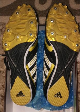 Беговые кроссовки Adidas с шипами