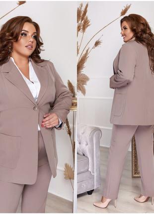 Классический брючный женский костюм с пиджаком в деловом стиле...