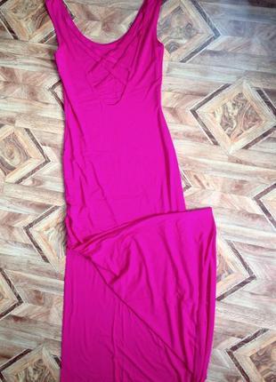 Ярко розовое платье в пол