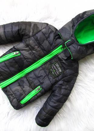 Стильная теплая куртка с капюшоном authentic