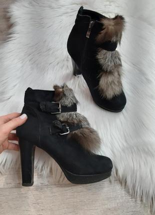 Зимние ботинки на каблуке с мехом кролика