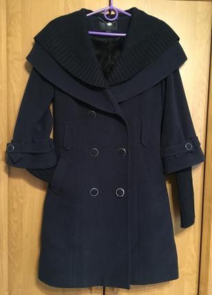 Зимнее пальто с вязанными рукавами и капюшоном, icon