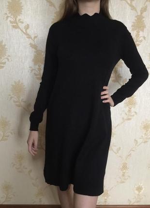 Черное теплое платье а-силуэта с длинным рукавом