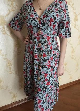 Стильное платье-халат на пуговицах цветочный принт
