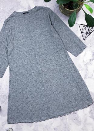 Трикотажное платье свободного кроя в рубчик
