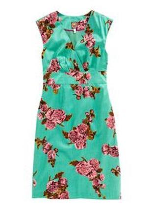 Яркое красивое платье в цветочный принт