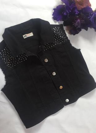 Джинсовая жилетка куртка без рукав хлопок чёрная со стразами у...