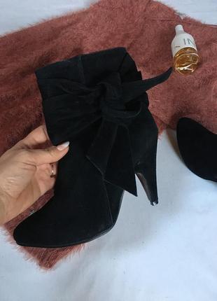 Классические ботинки ботильоны чёрные под замш на устойчивом к...