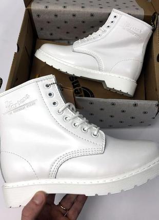 Шикарные белые женские ботинки dr martens с мехом