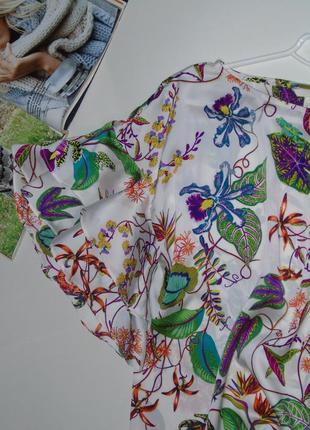 Цветная блузочка с рюшами на рукавах