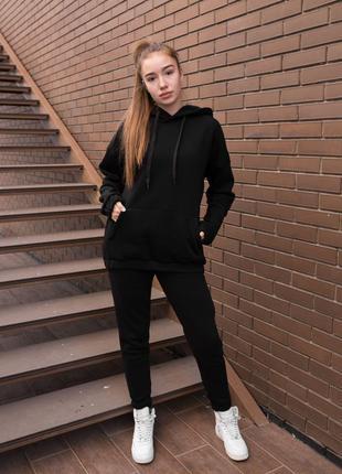 Женский черный утепленный оверсайз костюм