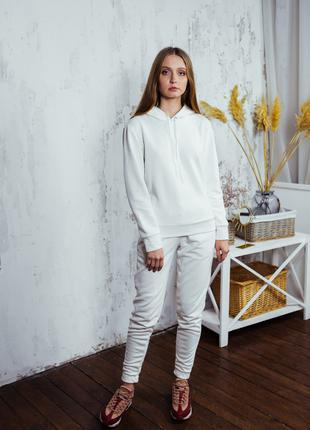Женский утепленный белый костюм