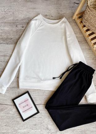 Женский утепленный костюм белый реглан и чёрные штаны