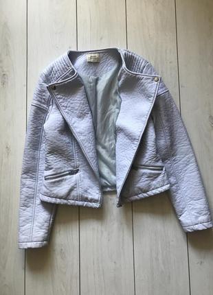 Куртка косуха с плотного кожзама нежно голубого цвета